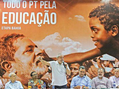 O ex-presidente Lula em ato na Bahia pela educação, em outubro de 2015.