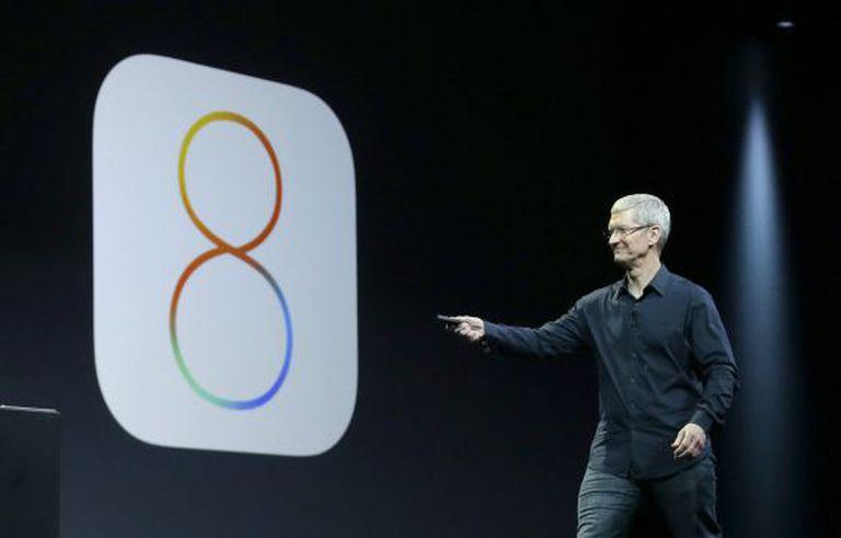 O diretor-executivo da Apple, Tim Cook, na apresentação do polêmico iOS 8.