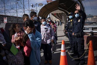Entre 50 e 100 pessoas são deportadas diariamente pela fronteira de Chihuahua.