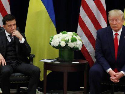 O presidente da Ucrânia, Volodimir Zelenski, ao lado de Donald Trump, na Assembleia Geral da ONU, em 25 de setembro de 2019.