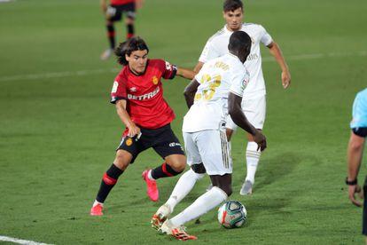 Luka Romero, com a camisa do Mallorca, enfrentando o Real Madrid.
