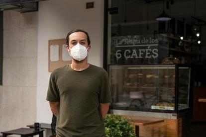 Diego Trujillo, na sua cafeteria do bairro de Miraflores, em Lima.