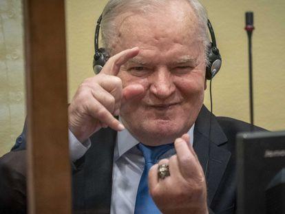 Ratko Mladic antes do anúncio da decisão da câmara de apelações no Mecanismo para os Tribunais Penais Internacionais em Haia, Holanda, nesta terça-feira.