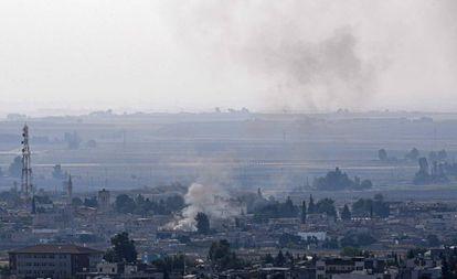 A localidade síria de Ras el Ain vista da Turquia nesta sexta-feira.