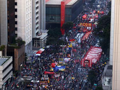 Protesto na avenida Paulista contra Jair Bolsonaro.