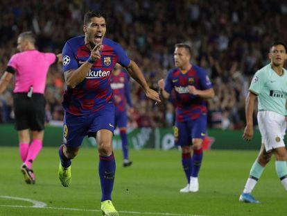 Suárez comemora o gol pelo Barcelona.