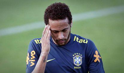 Neymar treina com a seleção na Granja Comary.