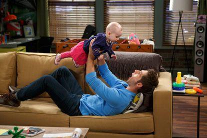 """Na série 'Baby Daddy"""", Ben, um jovem de 20 anos, descobre que é pai de um bebê e que terá que criá-lo sozinho"""