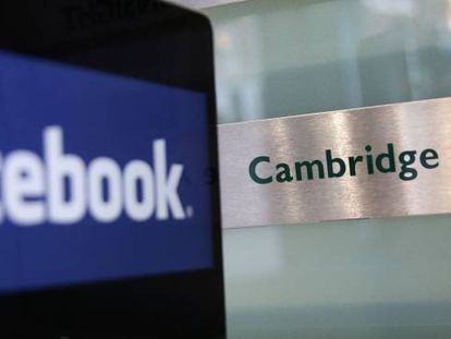 Logos do Facebook e da Cambridge Analytica.