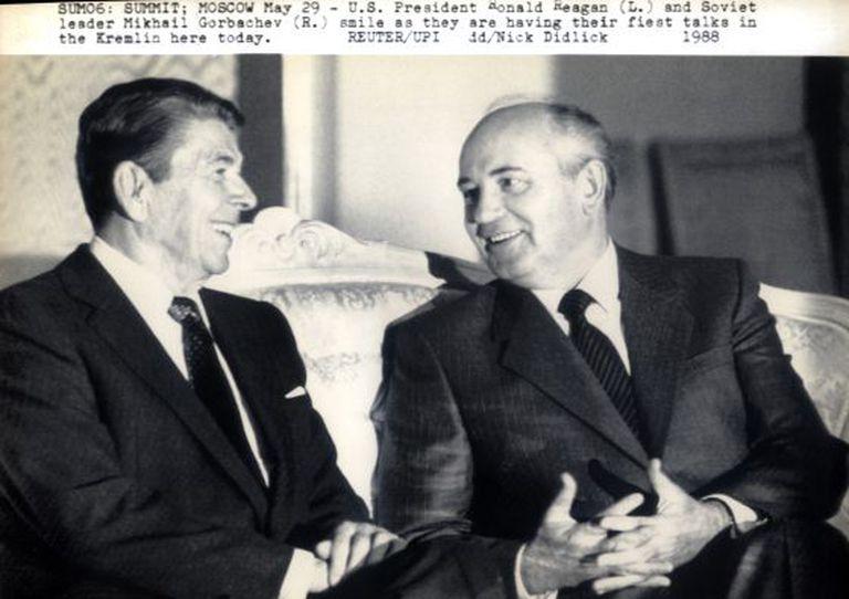 Ronald Reagan e Mikhail Gorbatchov na Rússia em 88.