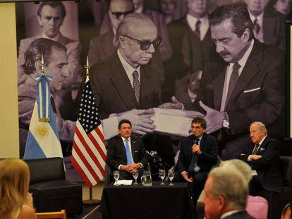 Entrega dos documentos desclassificados pelos EUA, em Buenos Aires.
