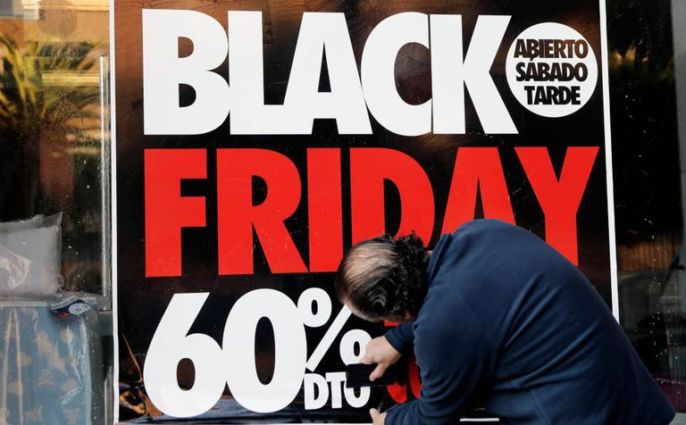 Cartaz anunciando ofertas no Black Friday
