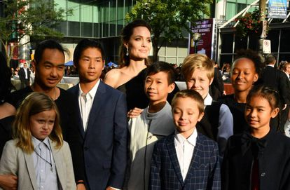 Angelilna Jolie, com seus seis filhos e parte da partilha de seu último filme, o passado 11 de setembro no festival de Toronto.