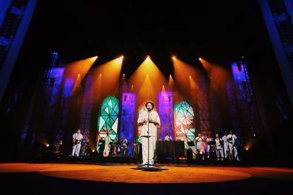 Emicida no show 'Amarelo', no Teatro Municipal.