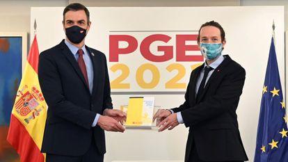 Pedro Sánchez e Pablo Iglesias na apresentação do Orçamento espanhol, nesta terça-feira.