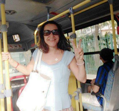 A atriz Lucélia Santos, em ônibus no Rio.
