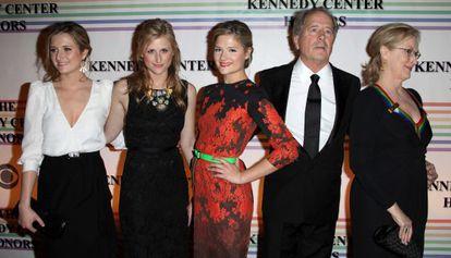 Meryl Streep, com seu marido e as três filhas, em foto de 2011.