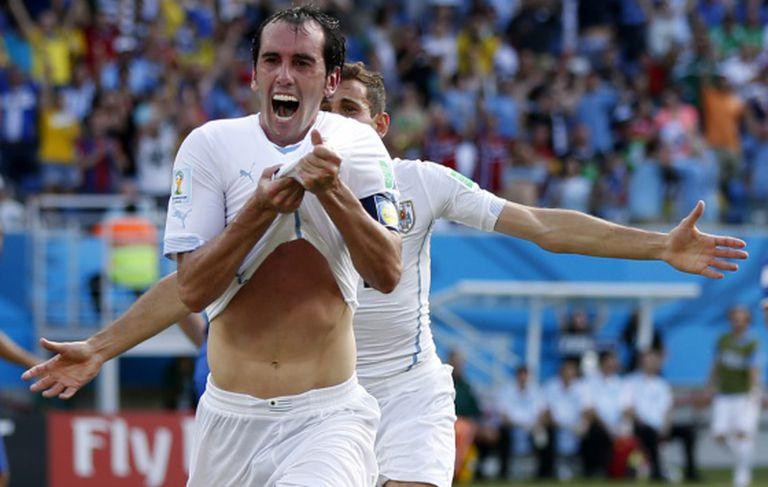 Godín comemora o seu gol contra a Itália.