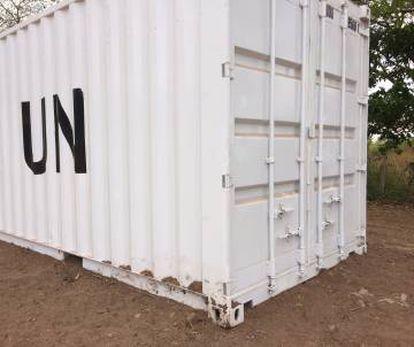 Um dos contêineres da ONU para o armazenamento das armas.