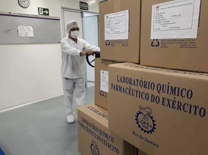 Medicamentos no Laboratório Químico e Farmacêutico do Exército (LQFEx).