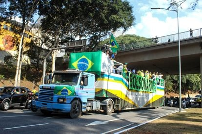 Manifestantes pró-Bolsonaro que saíram do Ibirapuera em carreata por São Paulo no dia 1 de maio de 2020.