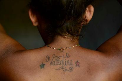 Valentina Vigil é uma mulher trans e decidiu realizar um simulacro de casamento em El Salvador, onde o casamento entre pessoas do mesmo sexo não é legalizado.