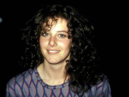 Debra Winger fotografada em uma filmagem em Los Angeles em 1981.