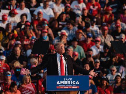 O ex-presidente Donald Trump, neste sábado, durante um ato político em Wellington (Ohio)