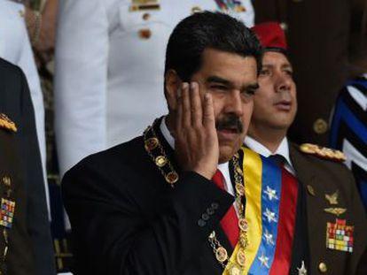 Um estrondo leva o presidente venezuelano a abandonar ato da Guarda Nacional Bolivariana. O mandatário saiu ileso do que o Governo considera um atentado. Sete militares ficaram feridos