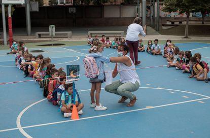 Escola em Valência, na Espanha, no primeiro dia de aula depois de fechar por causa da pandemia.
