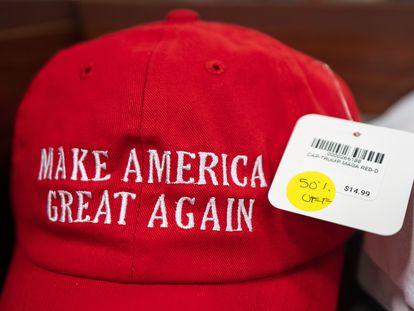 A loja de presentes da Casa Branca, em Washington DC, faz promoção com itens alusivos ao presidente Donald Trump, em 16 de novembro.