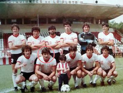 Juan Colombo, em destaque, com a equipe do Estudiantes.