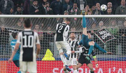 Cristiano Ronaldo marca golaço de bicicleta contra a Juventus.