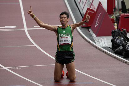 Alex Douglas Pires da Silva após a chegada.