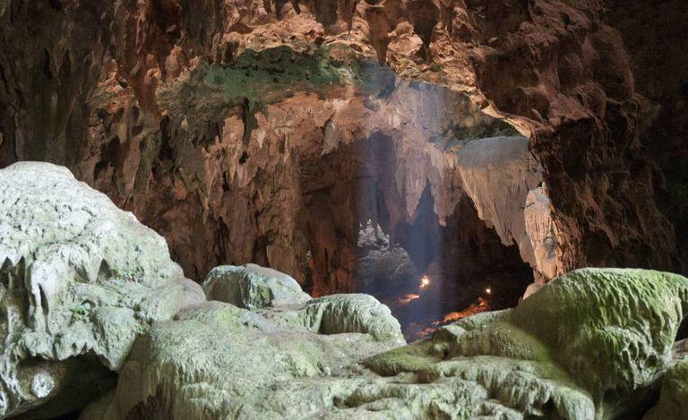A caverna de Callao, na ilha de Luzón (Filipinas), onde foram encontrados os fósseis de uma nova espécie de hominídeo