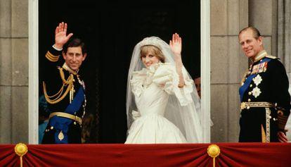 Charles e Diana, no dia de seu casamento, com o duque de Edimburgo.