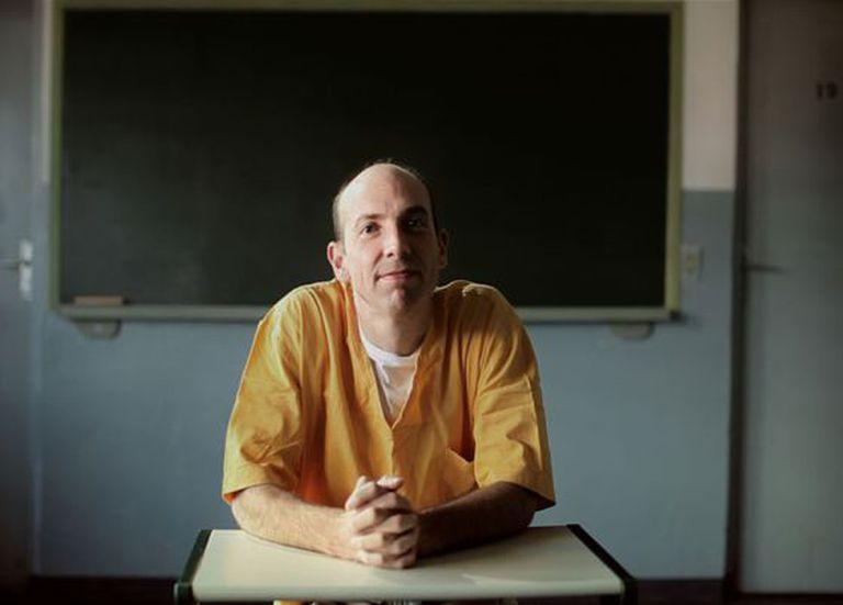 Christopher Kirk em uma prisão de São Paulo.