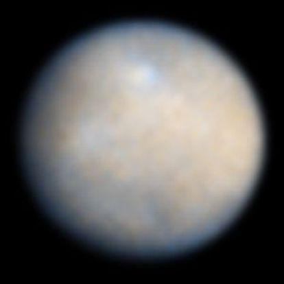 Ceres em cores reais, observado em 2004.