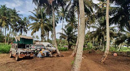 Acampamento improvisado em Sassandra, na Costa do Marfim.