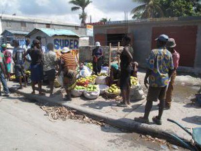 Um mercado informal em uma rua de Porto Príncipe.