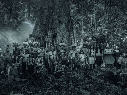 Lideranças indígenas, quilombolas e ribeirinhas nas filmagens da campanha em Presidente Figueiredo (AM), em fevereiro.