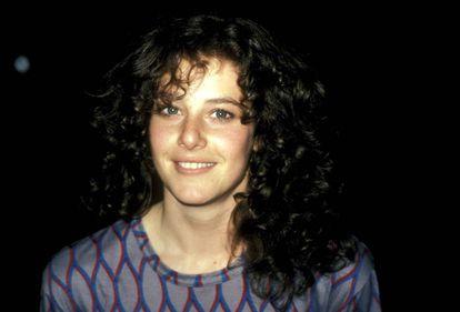 Debra Winger fotografada em uma filmagem em Los Angeles em 1981