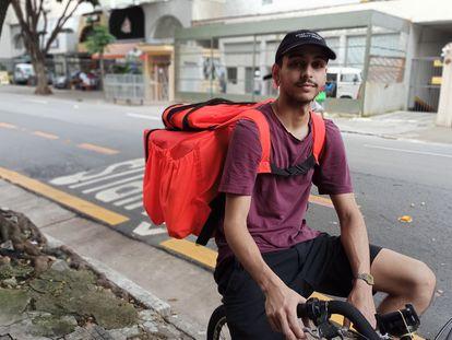 Matheus Barboza, 23 anos, trabalha como entregador de aplicativo em São Paulo.
