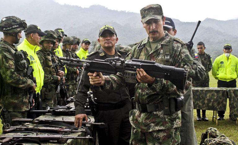 O general Nicacio Martínez, ex-chefe do Exército da Colômbia, em uma imagem de arquivo.