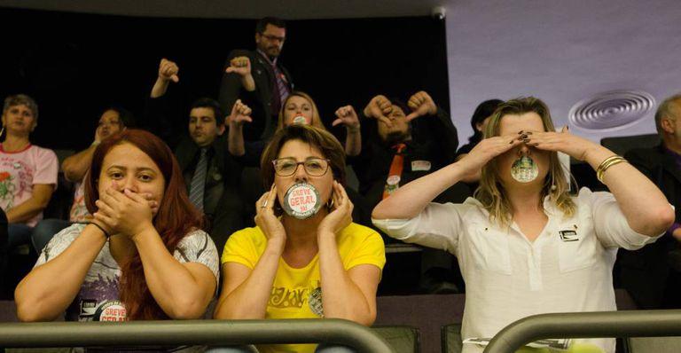 Manifestantes nas galerias em Brasília.