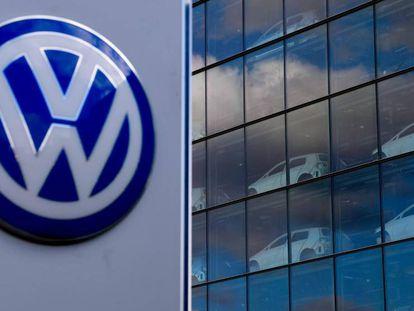 Veículos da Volkswagen em uma fábrica do grupo em Dresden (Alemanha), nesta terça-feira