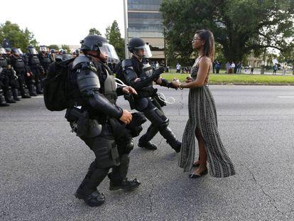 A manifestante Ieshia Evans, detida em julho em Baton Rouge (Luisiana)