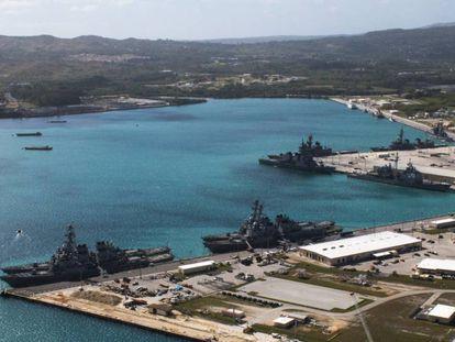 Vista aérea da base naval no porto de Apra (Guam), em 2016