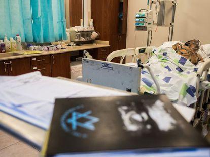 Um ferido sírio, no hospital de Nahariya, no litoral israelense.