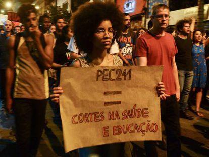 Protesto contra a PEC do teto dos gastos em São Paulo, em outubro.
